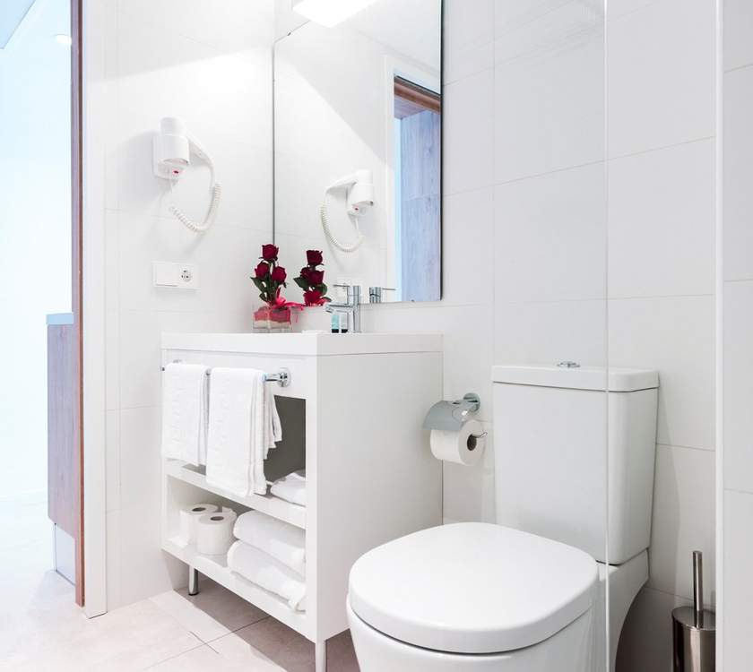 Bathroom superior apartment ca's saboners beach aparthotel palmanova